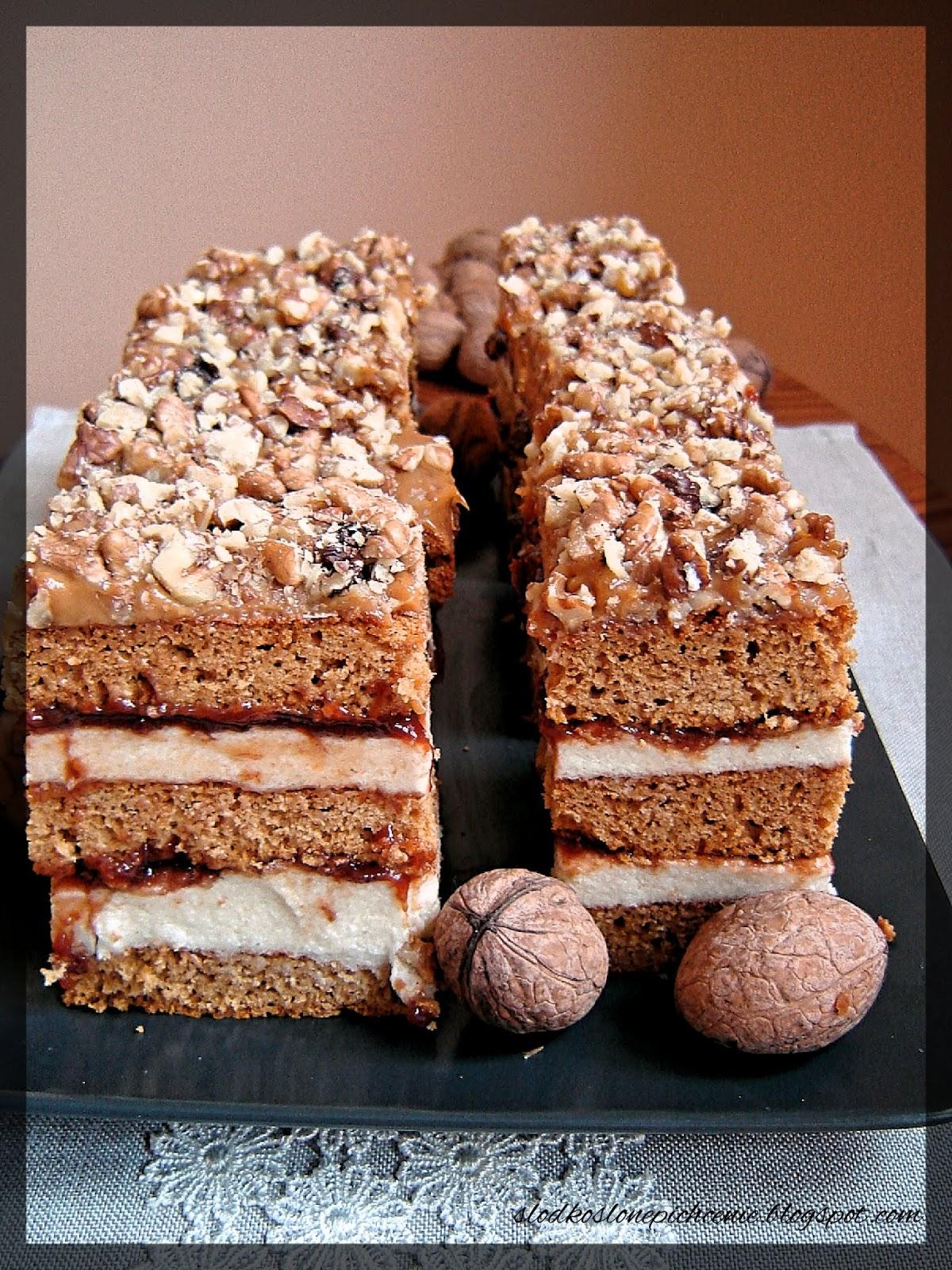 Ciasto grysikowe z kajmakiem i orzechami włoskimi