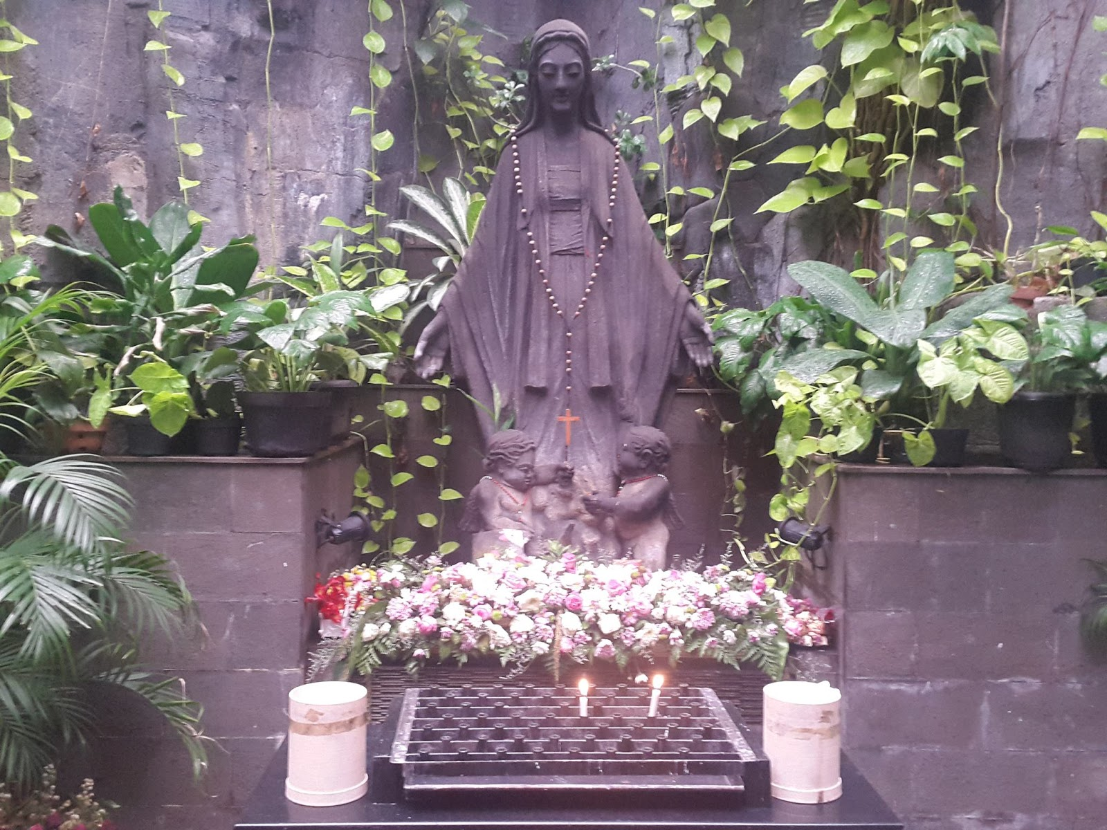 Per Mariam Ad Jesum Gua Maria Gereja Katolik St Perawan Maria Ratu Blok Q Jakarta Selatan