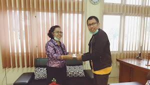 Peduli Cegah Covid-19, Ny. Alfrida Tangke Rombe Salurkan Donasi Via Crisis Center BPS Gereja Toraja
