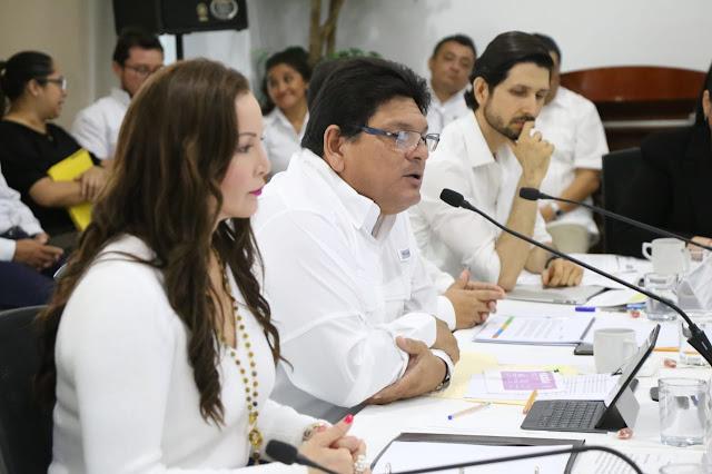 Piden licencia dos secretarios y un subsecretario en gobierno de Vila