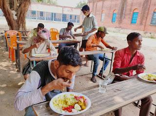 सामुदायिक किचेन से मिल रहा लोगों को भरपेट भोजन, आपदा विभाग के ओर से किया गया है प्रबंध
