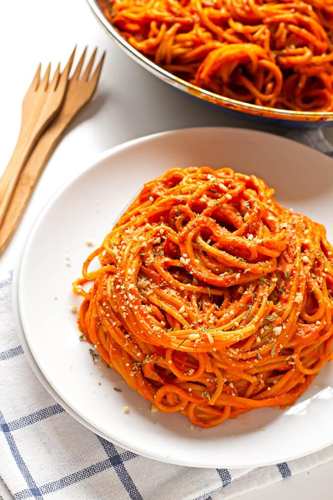 Pasta with Piquillo pepper sauce