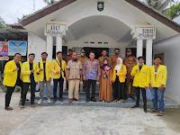 Diskusi Mahasiswa KKN FP UNA yang Didampingi oleh DPL di Balai Desa Silo Lama