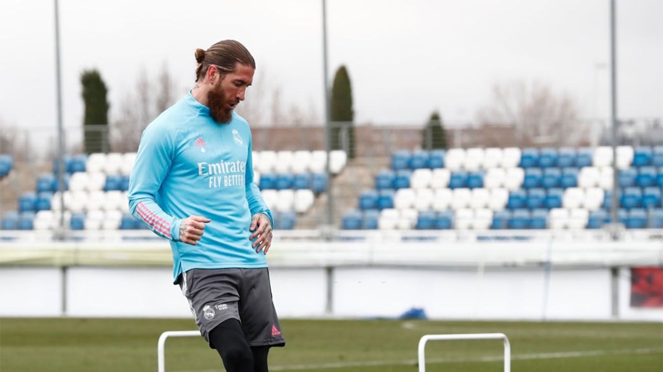 sergio-ramos-at-valdebebas-training-ground-for-a-real-news-photo