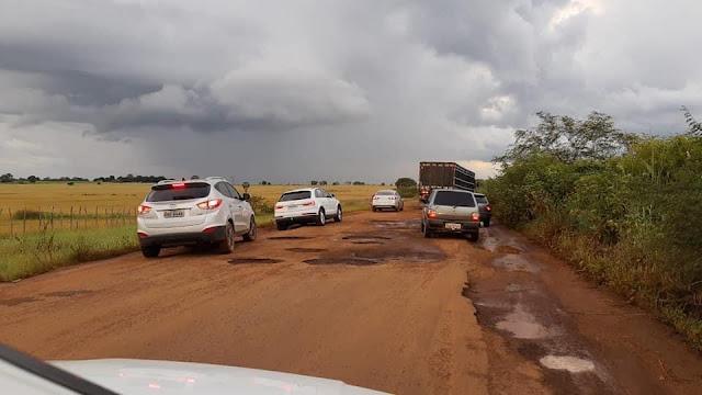 1/3: Abandonada, PI 115 é tomada por buracos e lama em Campo Maior