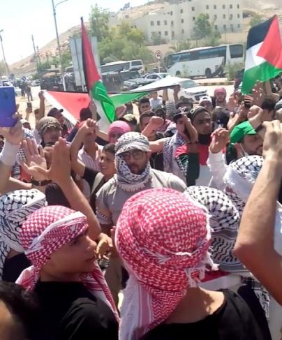 لليوم الثاني .. الأردنيون تجمعوا قرب الحدود