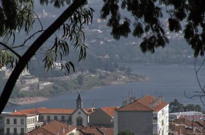 vista do Rio Douro e algumas construções