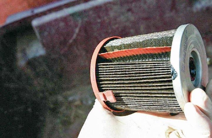 Cốc lọc dầu ô tô là một loại cốc lọc được đặt phía dưới động cơ, có chức năng lọc sạch các tạp chất, bao gồm bụi bẩn, cặn dầu