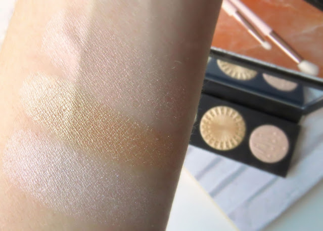 MAC Flashing Ice Extra Dimension Skinfinish Trio odtien Light swatch