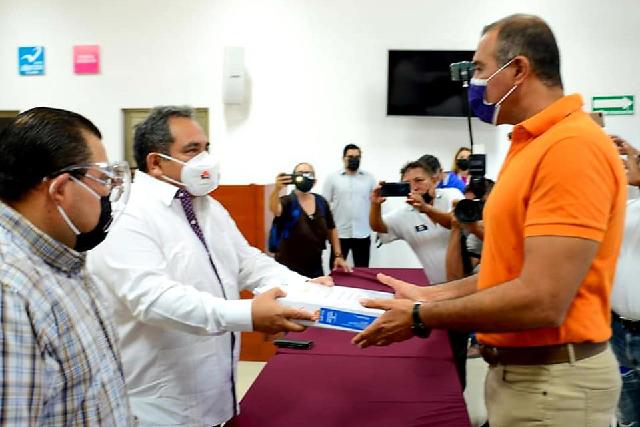 La gente quiere soluciones: Víctor Cervera, al inscribirse como candidato de MC a la alcaldía de Mérida