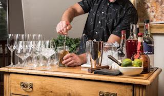 ¿Qué es un mixólogo? La profesión más demandada en bares y restaurantes
