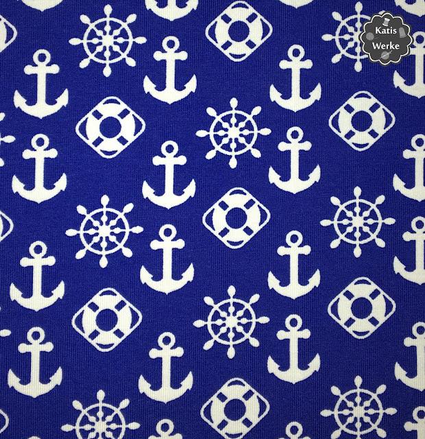 blauer Jersey mit maritimen Symbolen