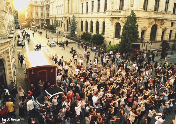 In-Bucuresti-se-danseaza-pe-strada