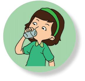 anak sedang minum air putih www.simplenews.me
