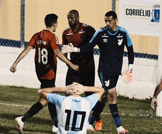 Athletico vacila no final do jogo e empata com o Londrina