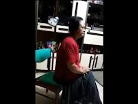 HEBOH! Ibu-Ibu Tionghoa ini Dua Kali Lempar Kaca Musholla, Warga bersama Polisi Datangi Rumahnya