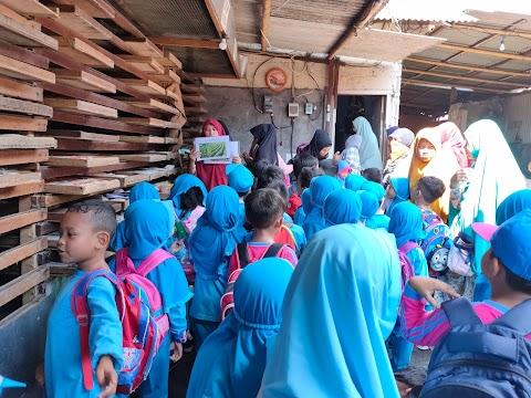 Serunya Kunjungan ke Pabrik Tempe 'Wahyu' Denpasar