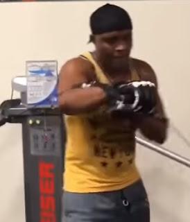 Lutador Anderson Silva volta aos treinamentos