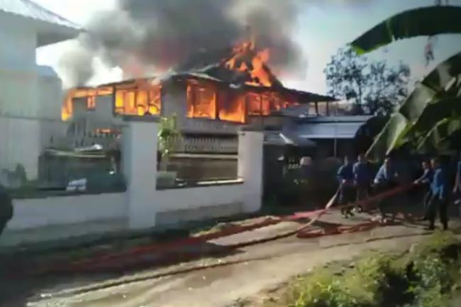 BREAKING NEWS: Kebakaran Terjadi Di Jl. A. Palesangi, Rumah Panggung Ludes