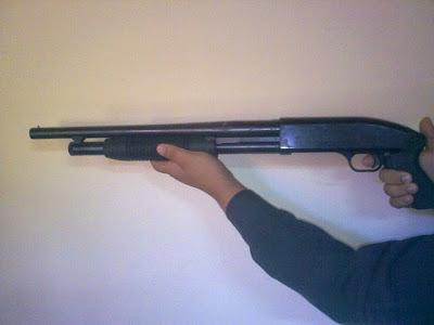 Resultado de imagem para bandido armado de escopeta