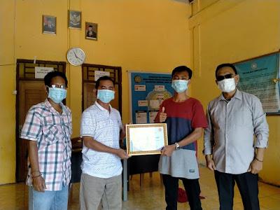 Dinilai Peduli Dengan Media, SMSI PALI Berikan Penghargaan Kepada Kepala Desa