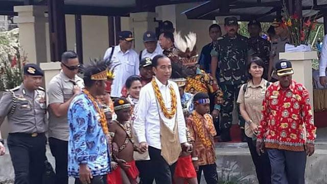 Presiden Jokowi Bersama Rombongan Kunjungi Kabupaten Pegunungan Arfak