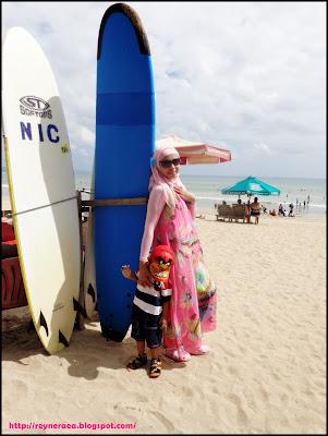 surving di pantai kuta denpasar