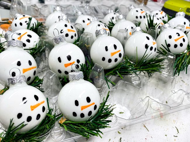 Easy to Make Snowman Ornaments for Christmas Craft Fairs
