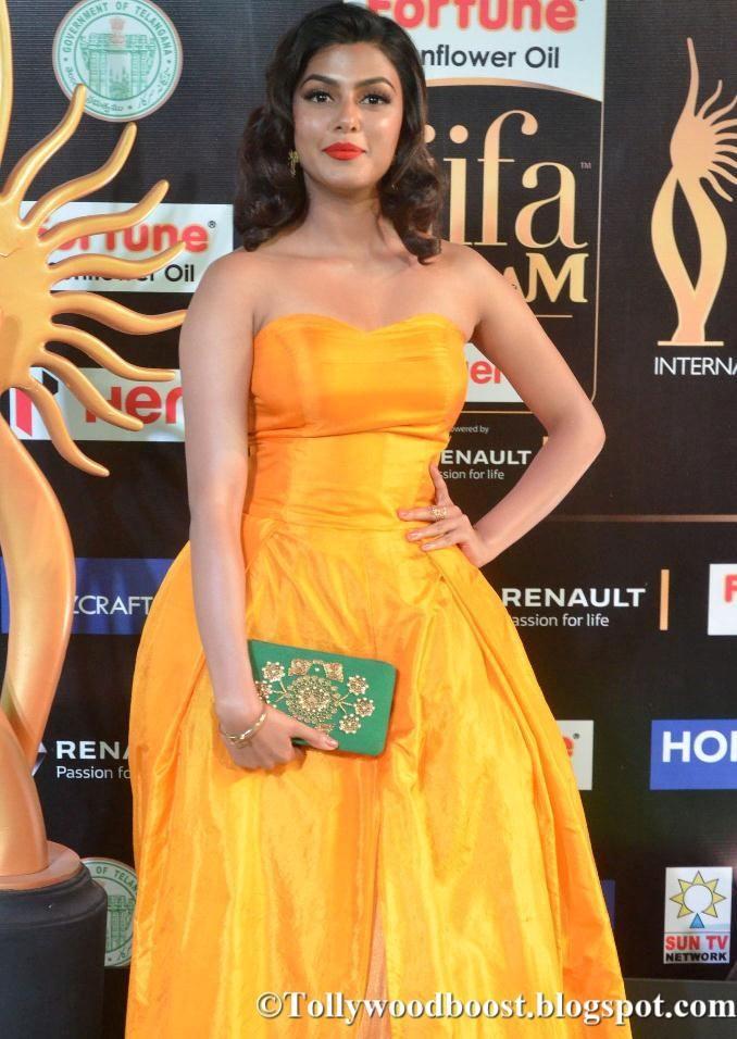 Anisha Ambrose At IIfa Utsavam Awards 2017 In Yellow Dress
