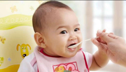 Kenali 5 Tahap Tumbuh Kembang Bayi Hingga Berusia 12 Bulan