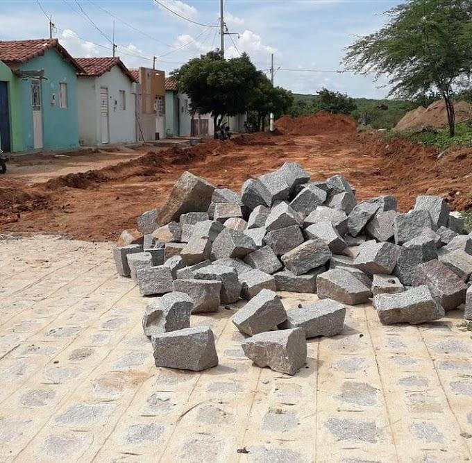 Prefeito Inácio Nóbrega anuncia retomada das obras de calçamento do Conjunto Habitacional Neném de Paula Arruda