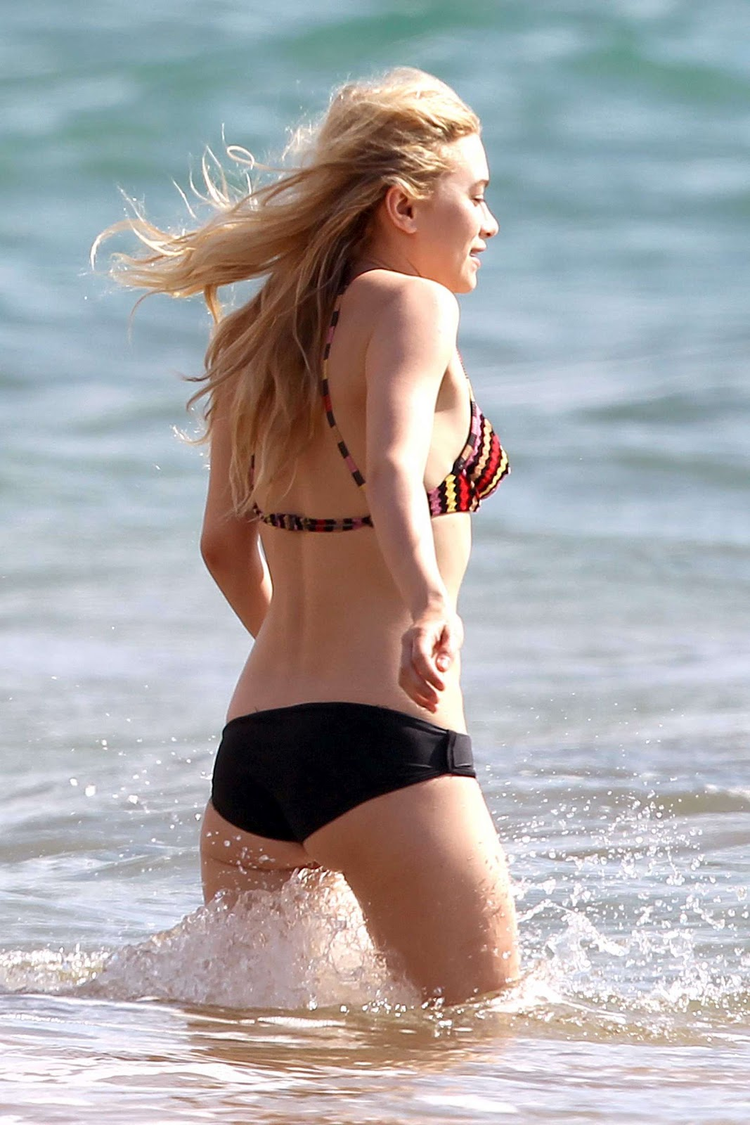 ASHLEY OLSEN Shows Off Bikini Body | Just FAB Celebs