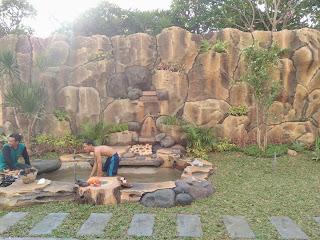 Taman dengan tebing