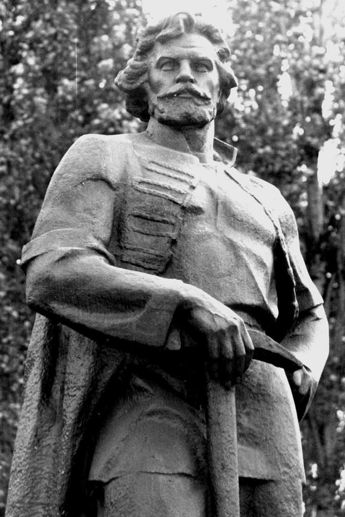 Памятник Капустину Приволье