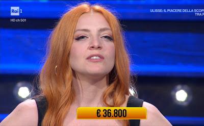 Noemi cantante capelli arancioni carota i soliti ignoti 5 maggio
