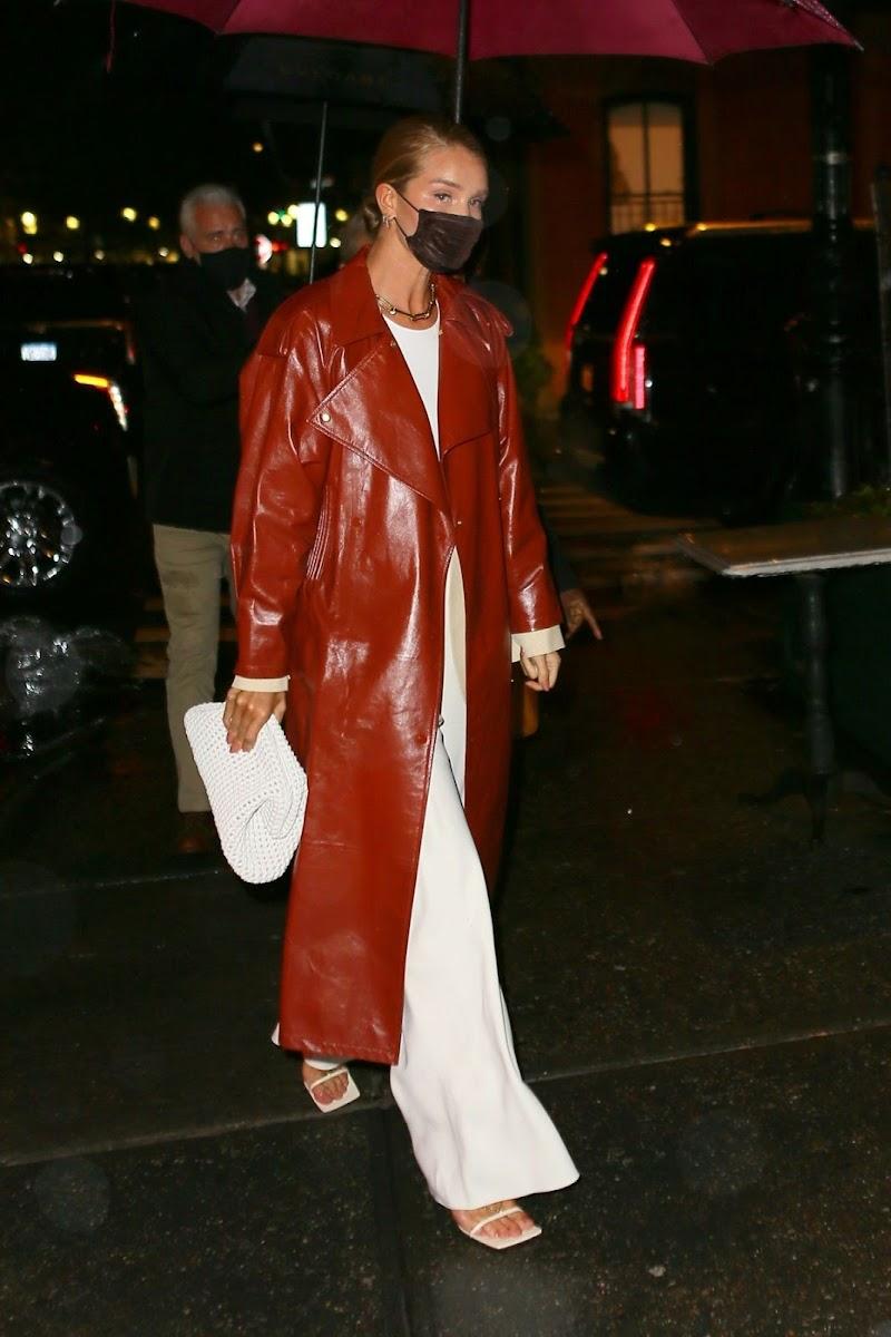 Rosie Huntington-Whiteley Clicks at Waverly Inn in New York 12 Apr-2021