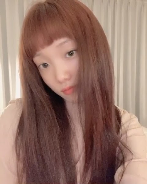 Lee Sung Kyung gives us a preview of her newest hairstyle