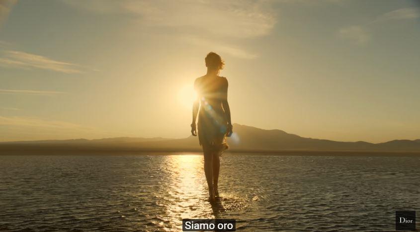 Attrice Dior J'adore pubblicità con Charlize Theron con Foto - Testimonial Spot Pubblicitario Dior 2016