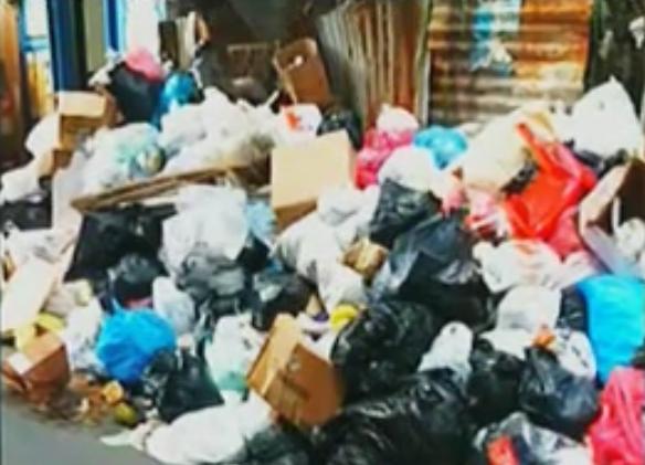 Residentes de Manoguayabo se quejan camión de la basura no pasa desde Nochebuena