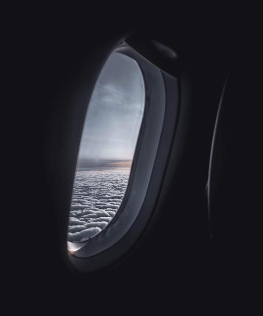 رمزية نافذة طائرة فوق السحب للتصميم بدون حقوق العدد 7