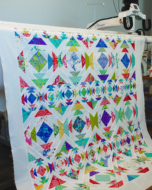 Pineapple Day Quilt made by Gina Tell of Thread Graffiti, The Pattern designed by Fat Quarter Shop