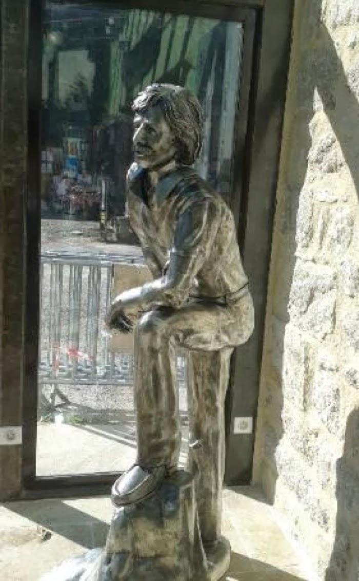 Statue de jean ferrat