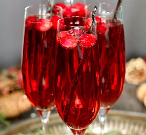 VANILLA CRANBERRY MIMOSA #drinks #cocktails