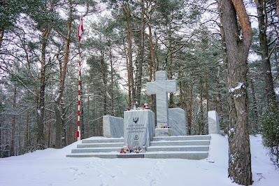 Pomnik Niepodległej Rzeczpospolitej Kampinoskiej w Wierszach