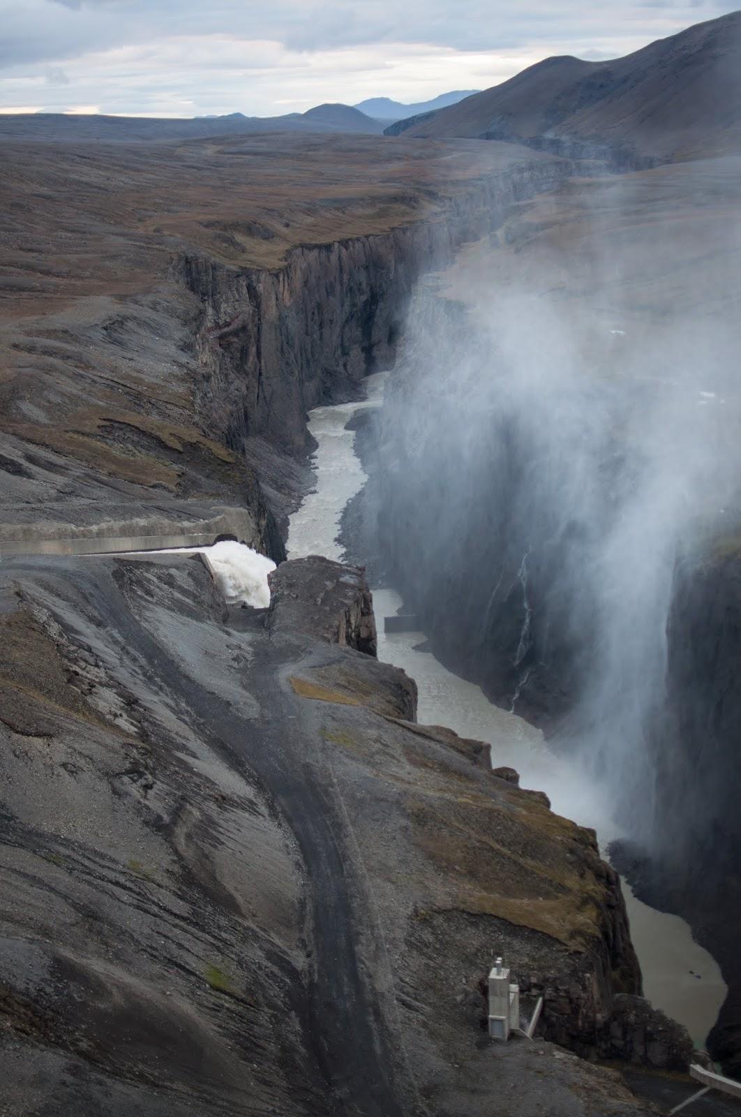 na ceste za horúcim vodopádom