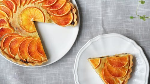 How to make a sponge cake with fruits and nuts