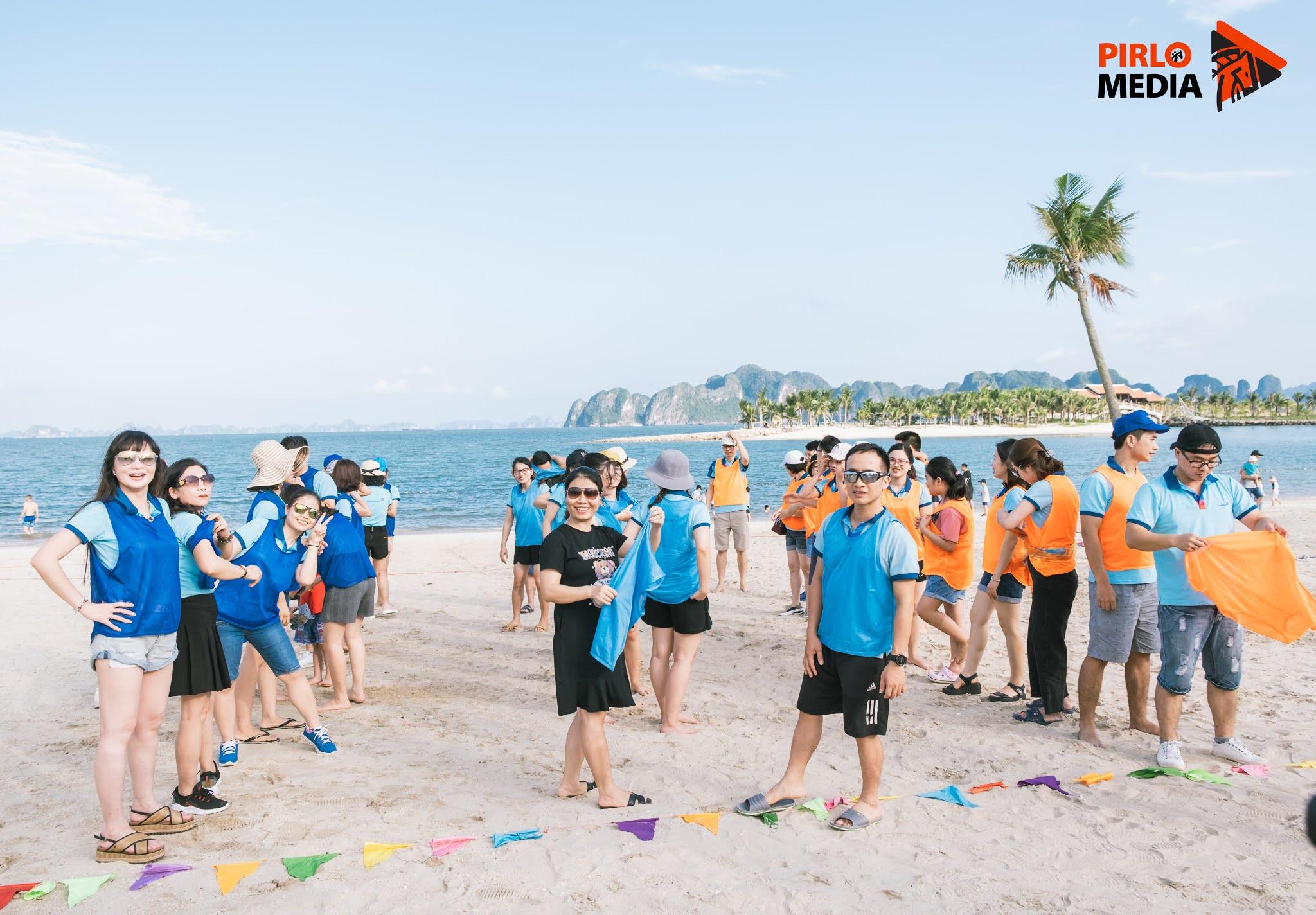 Chụp Ảnh Teambuilding Vietinbank Kiến An tại bãi biển Tuần Châu Hạ Long