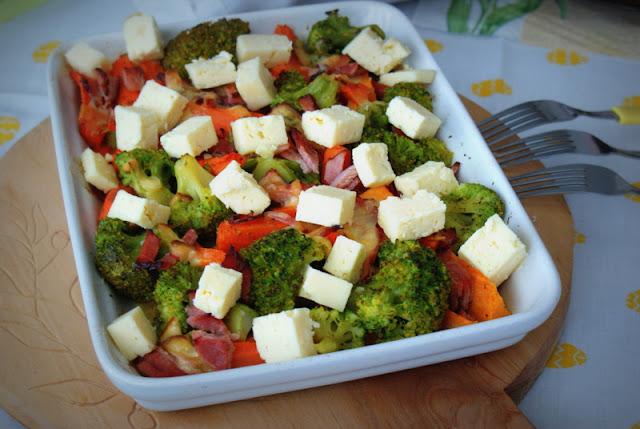 brokuły,ser tylżyckie,batat,marchewka,danie zpiekarnika,obiad,
