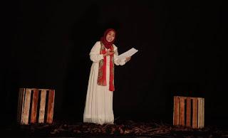 Mei Rahmawati dalam lomba puisi diajang  kompetisi IPPBMM