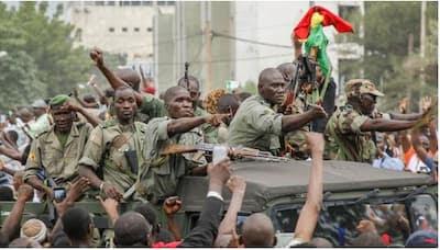 اعتقال رئيس مالي و رئيس الوزراء و اقتيادهما إلى معسكر قرب باماكو